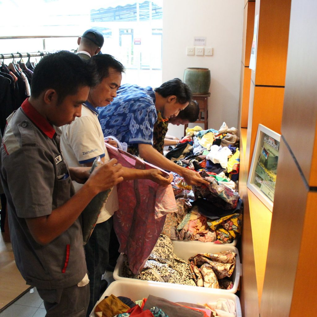 "Belanja dan Berdonasi ""Garage Sale for Hope"""